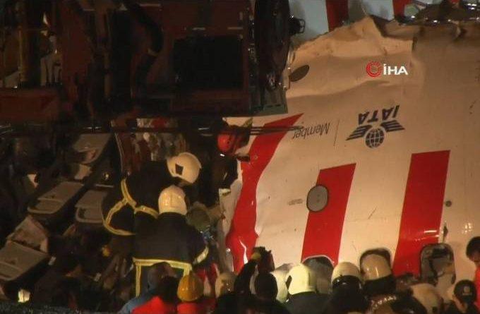 Avião com 183 passageiros se parte em três ao aterrissar em Istambul